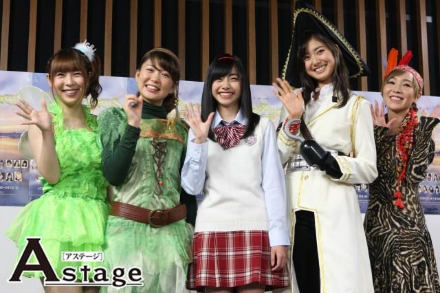 左から疋田紗也、塩川愛友里、鈴木裕乃、尾花貴絵、AZU
