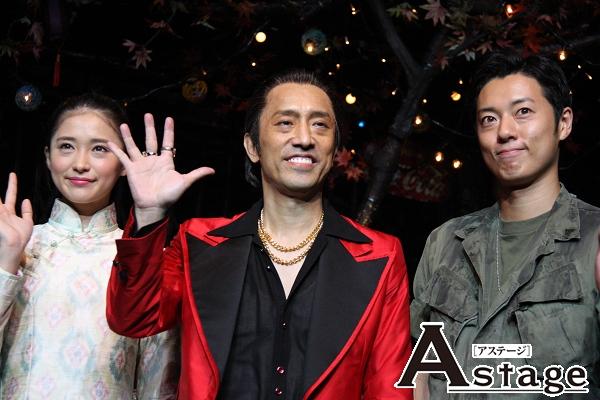 笹本玲奈には「大人になってきれいになった」 原田雄一には「歌がうまくなった」と5年ぶりに同じ舞台に立った感想を述べた筧利夫(中央)