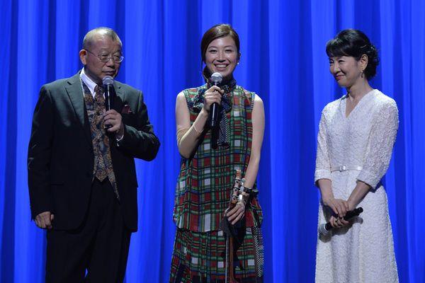 左より、笑福亭鶴瓶、村治佳織、吉永小百合