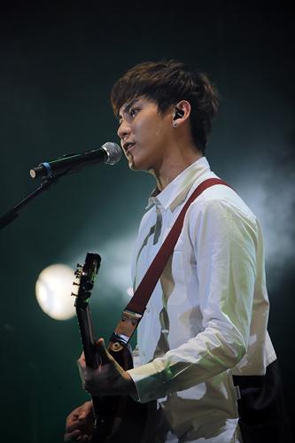 ソン・スンヒョン Guitar & Vocal