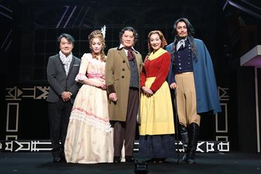 左から、千住明、知念里奈(33)、里見浩太朗(77)、浅野温子(53)、姜暢雄(35)