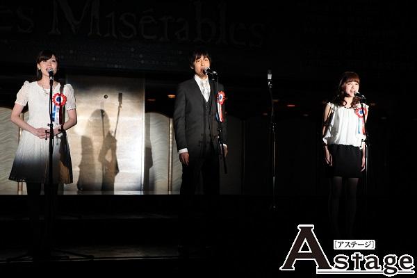 左から コゼット役 清水彩花 マリウス役 海宝直人 エポニーヌ役 昆夏美