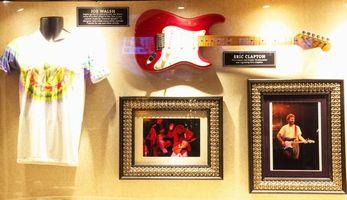ハードロックカフェ東京店展示エリッククラプトン楽器1-2