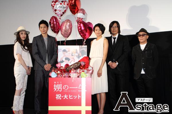 写真左から、JUJU、向井理、榮倉奈々、豊川悦司、廣木隆一監督