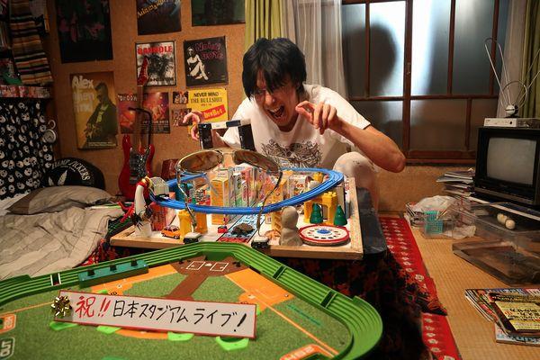 【5.21(木)19時解禁】『ラブ&ピース』新写真