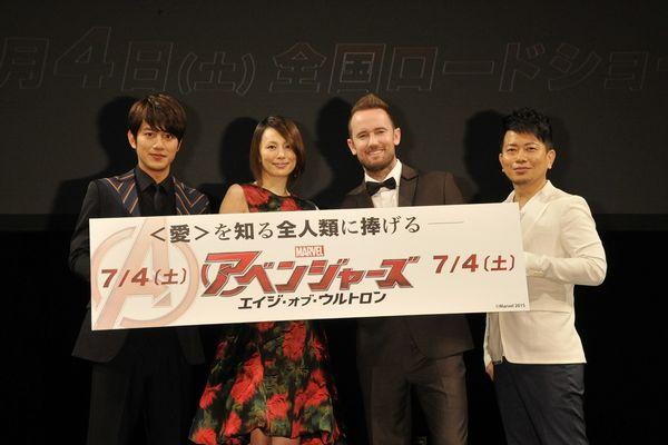左から)溝端さん、米倉さん、レトブ、宮迫さん『アベンジャーズ/エイジ・オブ・ウルトロン』