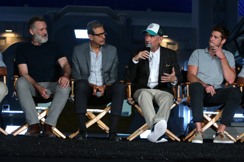 Bill Pullman, Jeff Goldblum, Roland Emmerich, Liam Hemsworth