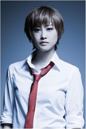 レベッカ・チェンバース(飛鳥凛) 今回公開したのは、謎の青年で主役のタイラー・ハワード(矢崎広)