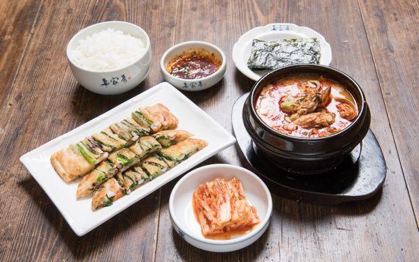 牡蠣スンドゥブチゲとパチヂミセット