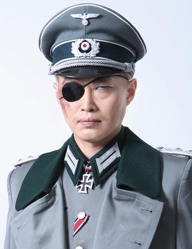 ヘルマン・ヴォルフ大佐-山﨑雅...