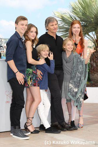 "Actors Nicholas Hamilton, Samantha Isler, Viggo Mortensen, Charlie Shotwell, Shree Crooks and Annalise Basso attend ""CAPTAIN FANTASTIC"" photocall on 17 May 2016, Cannes, France"
