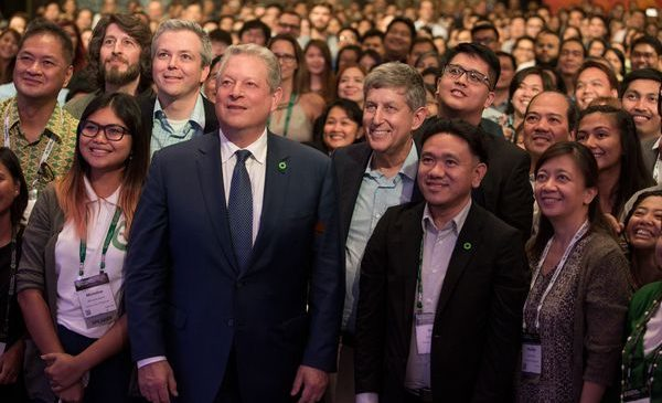 Al Gore with Climate Reality Project's Hal Connolly, Ken Berlin, and Rodne Galicha and trainees at the 31st Climate Reality Leadership Corps Training in Manila, Philippines in An Inconvenient Sequel: Truth to Power from PARAMOUNT PICTURES and PARTICIPANT MEDIA.