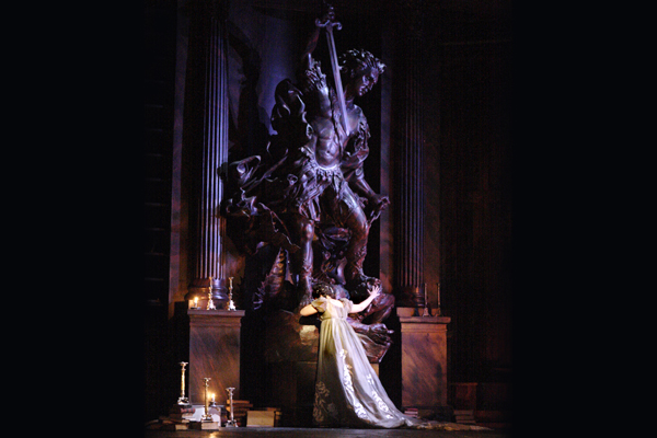 トスカ_Jonathan Kent's production of Tosca for The Royal Opera ©Catherine AshmoreROH 2011