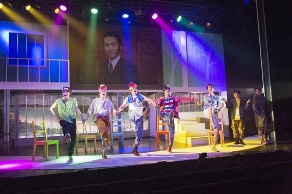 舞台写真1(左から:太田、長尾、坂田、石原、原田、岩田、株元)