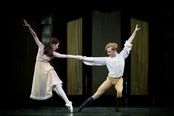 Mayerling.-Sarah-Lamb-as-Mary-Vetsera-and-Steven-McRae-as-Prince-Rudolf.--(c)-ROH,-2017.-Photographed-by-Alice-Pennefather