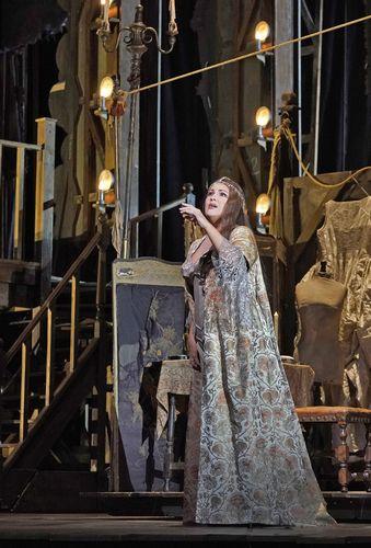 アドリアーナ・ルクヴルール_6(c)Ken Howard/Metropolitan Opera