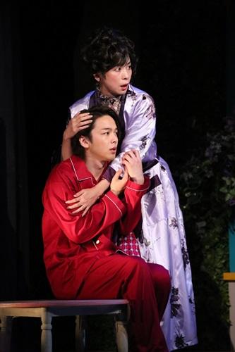 「クラッシャー女中」手前:中村、奥:西田