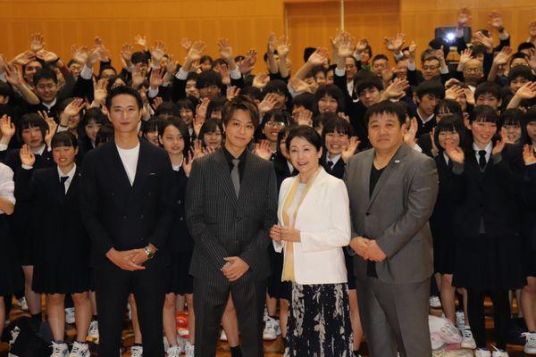 0409隠岐島前高校での舞台挨拶