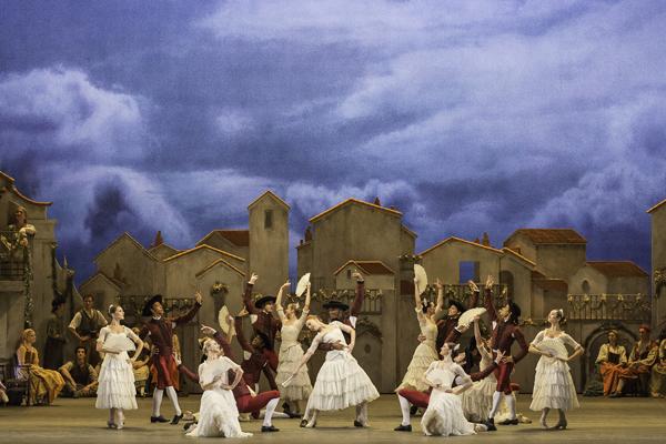 DON QUIXOTE ; Music by Ludwig Minkus ; Original choreography by Marius Petipa ; Sarah Lamb (as Kitri) and Federico Bonelli (as Basilio) ; At The Royal Opera House, London, UK ; 2 November 2013 ; Credit: Johan Persson / Royal Opera House / ArenaPAL ;