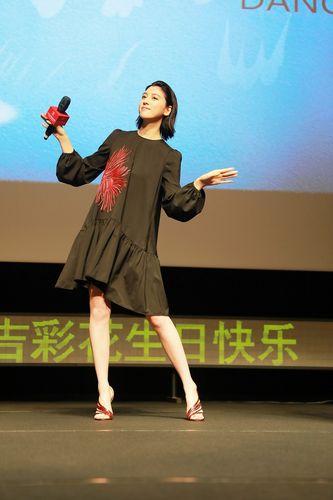 <即時解禁>『ダンスウィズミー』上海国際映画祭_舞台挨拶三吉さんソロ2s