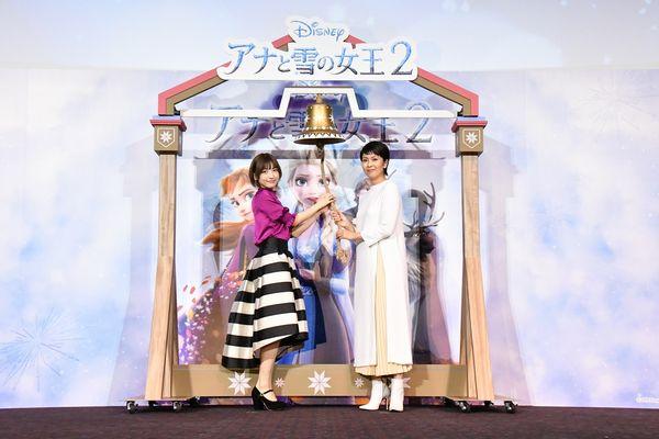 『アナと雪の女王2』大ヒット記念イベントメイン_左から神田_松
