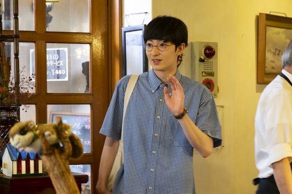 『酔うと化け物になる父がつらい』濱正悟さん新場面写真 (1)