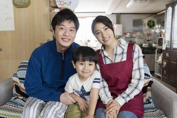 『ヒノマルソウル~舞台裏の英雄たち~』田中、土屋、加藤(子役)3ショット画像