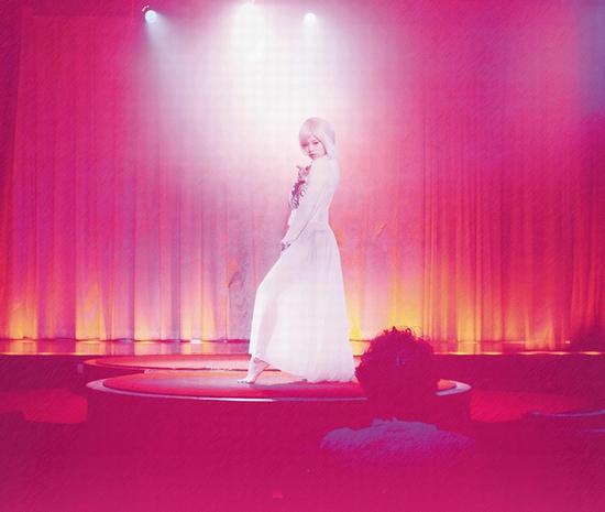 「彼女は夢で踊る」キービジュアル_yoko_R