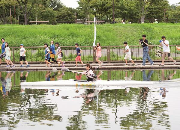 「水上のフライト」場面写真4