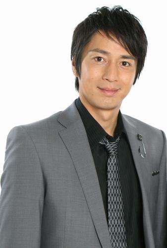チュートリアル・徳井'10(スーツ・BU)