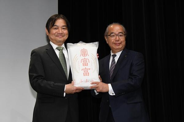 本木克英監督/新田八朗富山県知事
