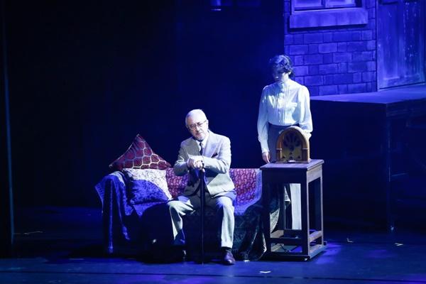「キオスク」舞台写真_1212_撮影:岸隆子