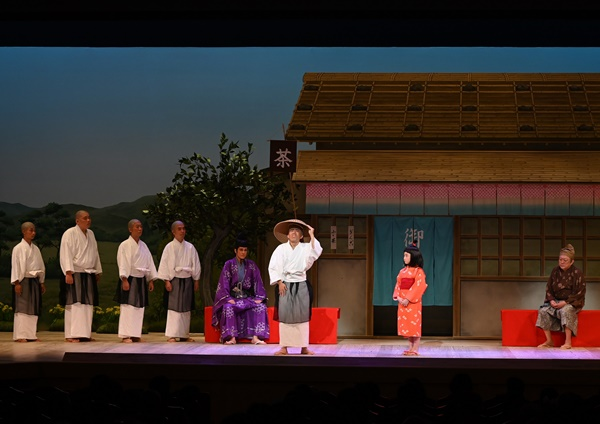 新作喜劇『一休さん』右から渋谷天外、毎田暖乃、藤山扇治郎、桐生麻耶