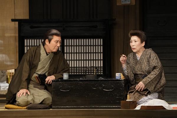 『太夫さん』(左から)善助=田村亮、おえい=波乃久里子